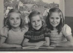 Schoolfoto met zussen 2