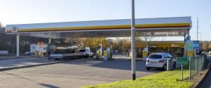 Tankstation aan snelweg